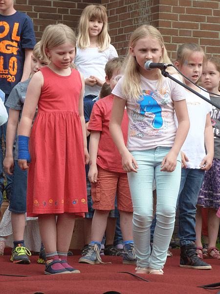 Der Beginn einer Gesangskarriere? Die Gäste des Frühlingsfests waren jedenfalls von den Solistinnen der Musikis sehr angetan.