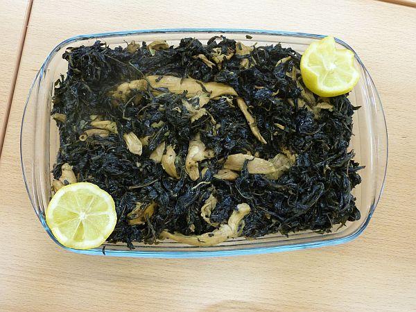 Mluchia aus Syrien: Hähnchenbrustfilets mit Molokhia-Blättern. وجبة شهية.! Guten Appetit!