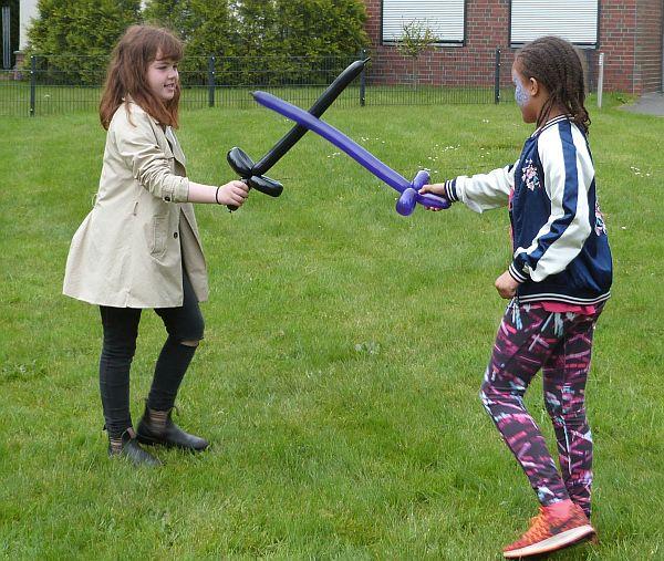 Allez! Zwei junge Schönheiten kämpfen um die Ehre