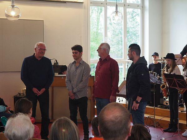 Die Ansprachen von Bürgermeister Günther Hildebrand und ELLERBEK-HILFT-Sprecher Jörg Schnelle wurden von Mo ins Persische und Rizq ins Arabische übersetzt.
