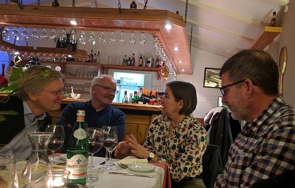 """Ellerbeks Bürgermeister Günther Hildebrand (2. v.l.) hatte unser Team ins Restaurant """"La Trattoria"""" eingeladen"""